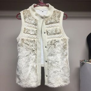 💖MISS ME💖 Like NEW Faux Fur Vest
